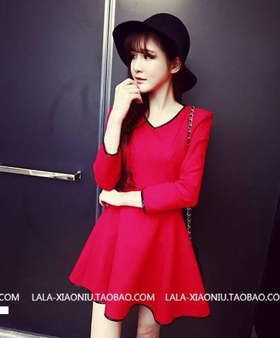 (SALE) เดรสแฟชั่น แขนยาว ผ้าสำลี คอวีขอบหนัง สีแดง(ไซส์เล็กยืดไม่ได้)