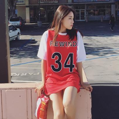 เสื้อเบสบอล แขนสั้น คอกลม ลาย REWIND 34 สีแดง