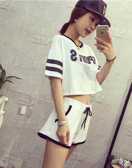 ชุดเซต 2 ชิ้น เสื้อแฟชั่นลาย sport +กางเกงขาสั้น สีขาว