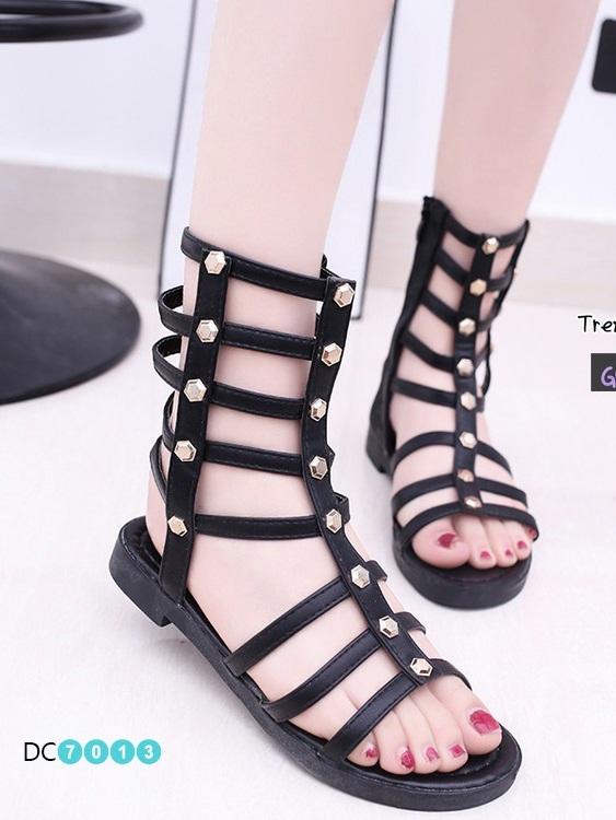 รองเท้าแตะส้นเตี้ยสีดำ หนังนิ่ม สไตล์ Gladiater Sandals (สีดำ )