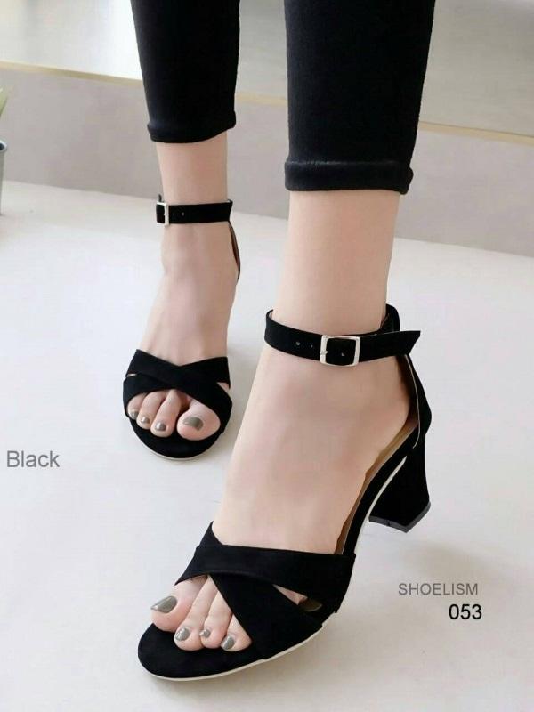 รองเท้าส้นสูงรัดข้อสีดำ งานสักหราด สไตล์ ZARA (สีดำ )