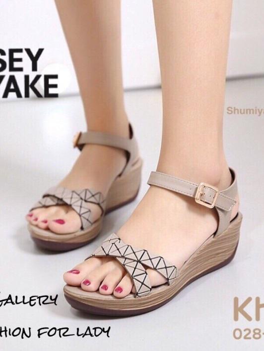 รองเท้าส้นเตารีดรัดส้น แบบสวม BAOBAO สไตล์สุดชิค! ของ Issey Miyake งานขายดี (สีกากี )