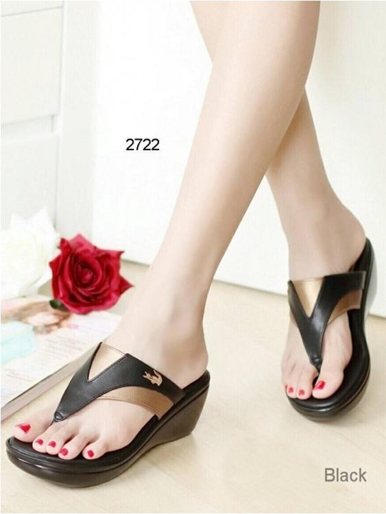 รองเท้าส้นเตารีด ทรงคีบ ลาคอส (สีดำ)