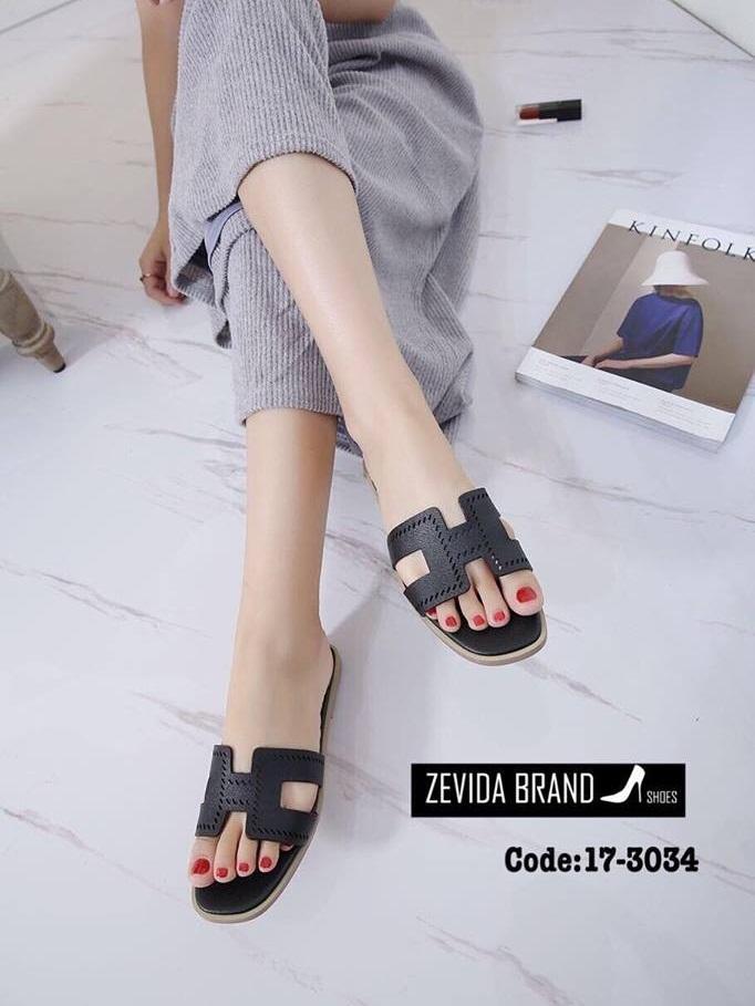 รองเท้าแตะผู้หญิงสีดำ แบบสวม สายหนังเจาะ (สีดำ )