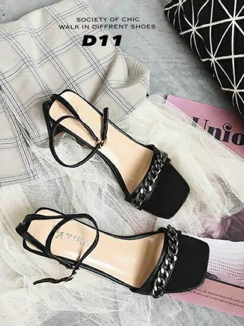 รองเท้าส้นสูงสีดำ รัดข้อ สไตล์แบรนด์ GIVENCHY (สีดำ )