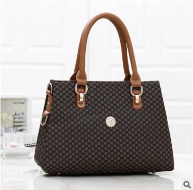 พร้อมส่ง กระเป๋าผู้หญิง ถือและสะพายข้างแฟชั่นสไตล์ยุโรป 3 ช่องเก็บของ รหัส KO-952-2 สีน้ำตาล ลายเลข8 เล็ก