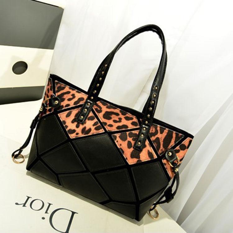 พร้อมส่ง ขายส่งกระเป๋ากระเป๋าสะพายไหล่ ใบใหญ่ เย็บลายตาราง แฟชั่นเกาหลี Fashion bag รหัส NA-385 สีดำ เสือดาว 1 ใบ