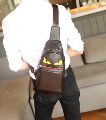 พร้อมส่ง กระเป๋าผู้ชายคาดไหล่ ลิตเติ้ลมอนสเตอร์ ใส่ ipad 7.9 นิ้ว แฟขั่นเกาหลี รหัส Man-6054 สีน้ำตาล