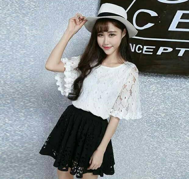 wOw Fashion Imports Sets : ชุดเช็ต 2 ชิ้น งานเซตเสื้อ+กระโปรงสุดเก๋ ดีไซน์ตัวเสื้อผ้าลูกไม้lace100%สีขาวทอลายดอกไม้แต่งแขนระบายทรงกระดิ่งพร้อมซับใน มาใส่เข้าเซตสวยด้วยกระโปรงทรงสวิงผ้าPoly ฉลุลายดอกไม้สีดำ ตัวกระโปรงเอวเส้นยางอย่างดีใส่เข้าเซตดูสวยหรูดูมี