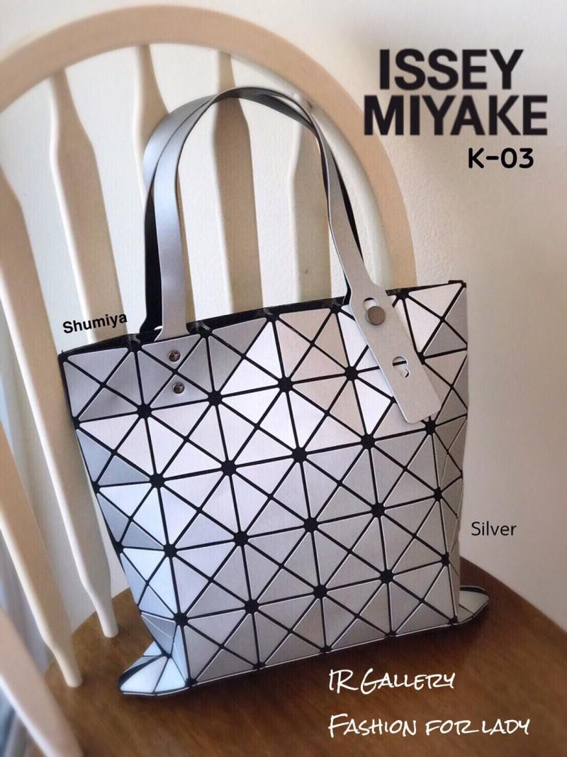 กระเป๋าทรงช็อปปิ้ง กระเป๋าสะพายข้างผู้หญิง ดีไซน์เป็นเอกลักษณ์ Issey Miyake Bao Bao [สีเงิน ]
