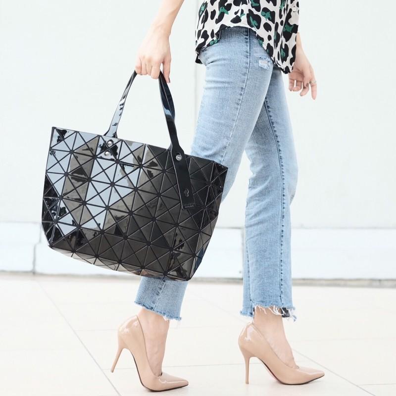 กระเป๋าสะพายแฟชั่น กระเปาสะพายข้างผู้หญิง ISSEY MIYAKE BAO BAO 7*8 Logo [สีดำ ]