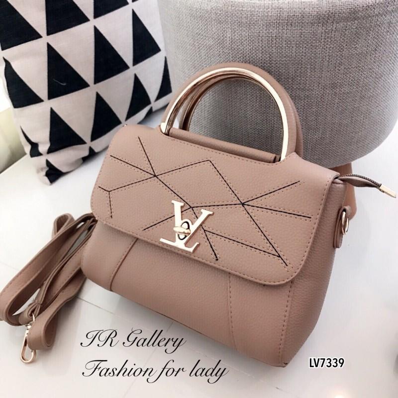 กระเป๋าถือ กระเป๋าสะพายข้างผู้หญิง หนังพียูงานดี ดีเดลเดินด้ายแบบมีลวดลาย Style LV [สีน้ำตาล ]