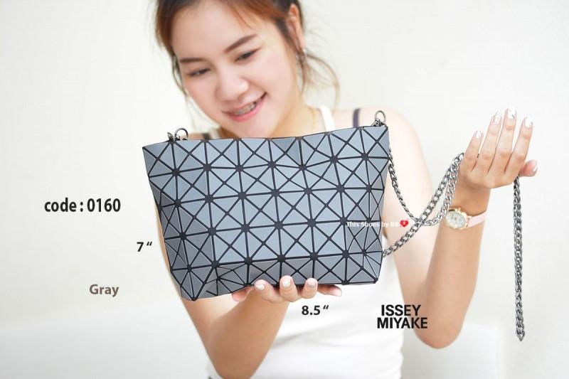 กระเป๋าสะพายแฟชั่น กระเป๋าสะพายข้างผู้หญิง ISSEY MIYAKE BAO BAO (BLOCK) [สีเทา ]