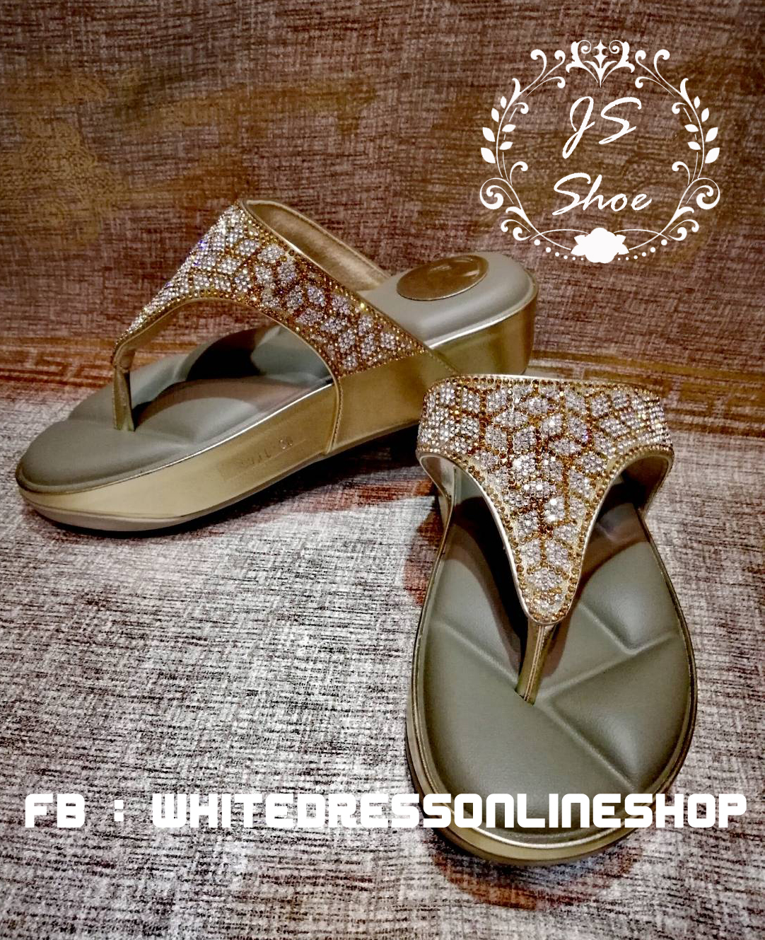 รองเท้าสุขภาพ โซฟาสีทองอร่ามสวย หน้าเพชรลายสวยมากก บุด้านในคาดนุ่มสบายเท้า ด้านข้างคาดหนังสีทองสวย