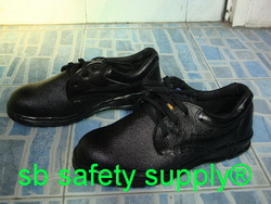 รองเท้าเซฟตี้ หุ้มส้น หนังแท้ ผิวอัดลาย พื้นไนไตร (Nitrile) UST001E
