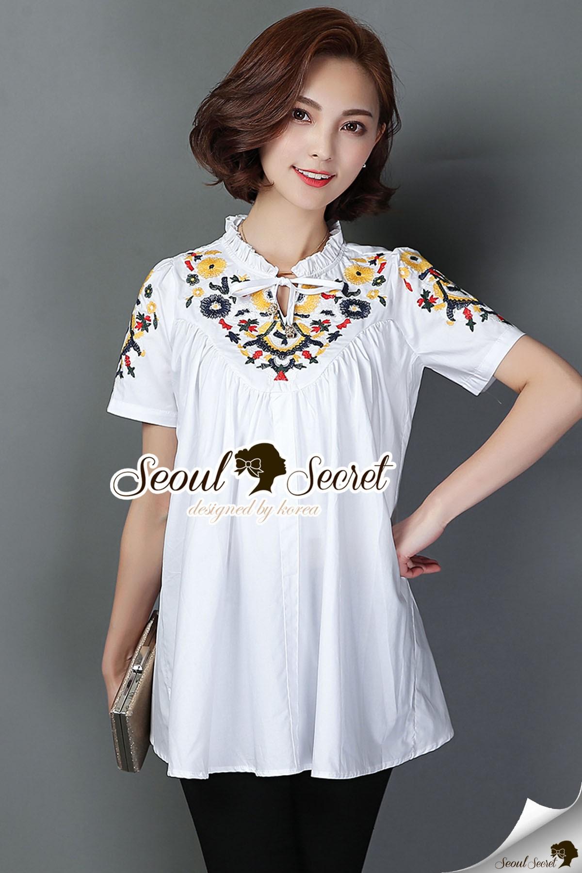 Seoul Secret Say's... Bohe Style Stick Blouse Material : เสื้อสวยสไตล์สาวเกาหลี ใส่ง่ายแมตซ์ง่าย เนื้อผ้าคอตตอน สวยเก๋ด้วยงานปักลายดอกไม้สไตล์สาวโบฮี มีสายเย็บติดกับตัวเสื้อไว้ผูกเป็นโบว์นะคะ สาวๆ จะผูกโบว์ที่ด้านหน้าหรือด้านหลังก็ได้นะคะ มีสองโทนสี