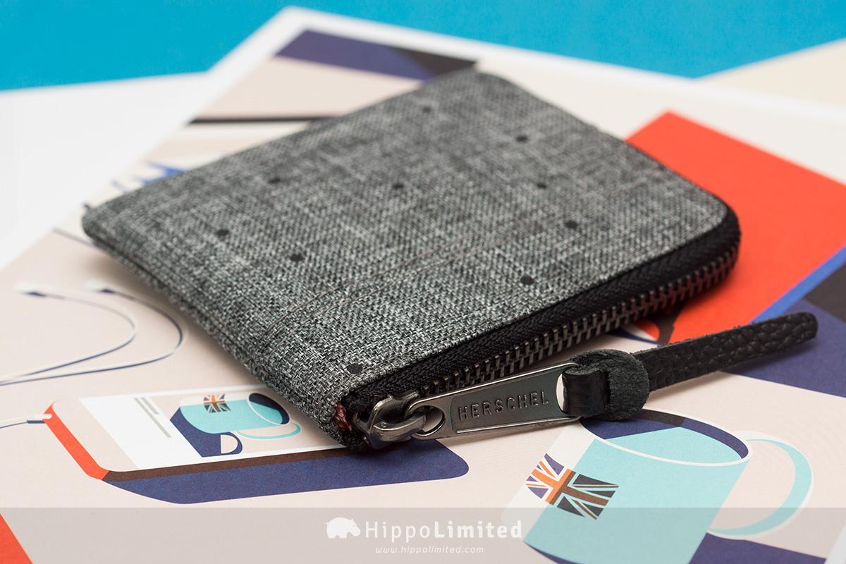 กระเป๋าเหรียญ Herschel Johnny Wallet - Scattered Raven Crosshatch ซิปสีดำตัวดึงหนังแท้สีดำ