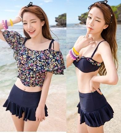 [พร้อมส่ง]ชุดว่ายน้ำทูพีช เซ็ต 3 ชิ้น สีกรม เสื้อคลุมสกรีนลายดอกไม้น่ารักๆ (บรา+กางเกงขาสั้น+เสื้อคลุม)