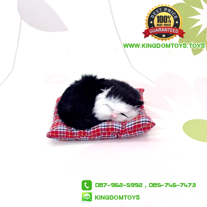 ตุ๊กตาแมวเหมือนจริงนอนหลับบนเบาะ สีดำ 10x12 CM