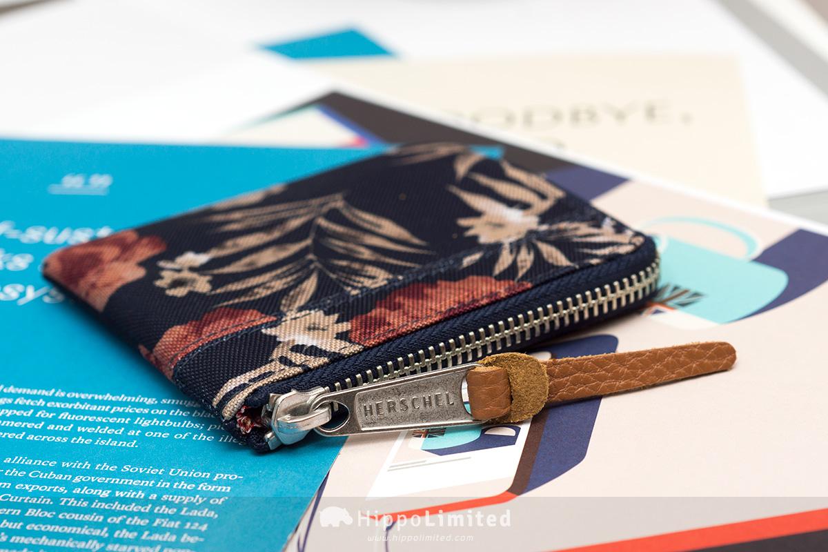 กระเป๋าเหรียญ Herschel Johnny Wallet - Peacoat Floria ซิปสีเงินตัวดึงหนังแท้