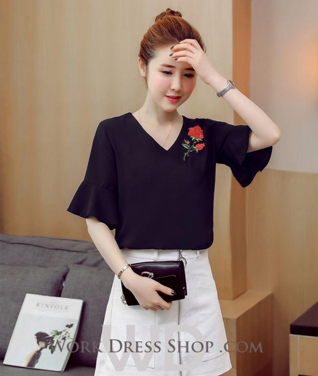 Preorder เสื้อทำงาน สีดำ คอวี แขนระบาย อกเสื้อแต่งดอกกุหลาบสวยงาม