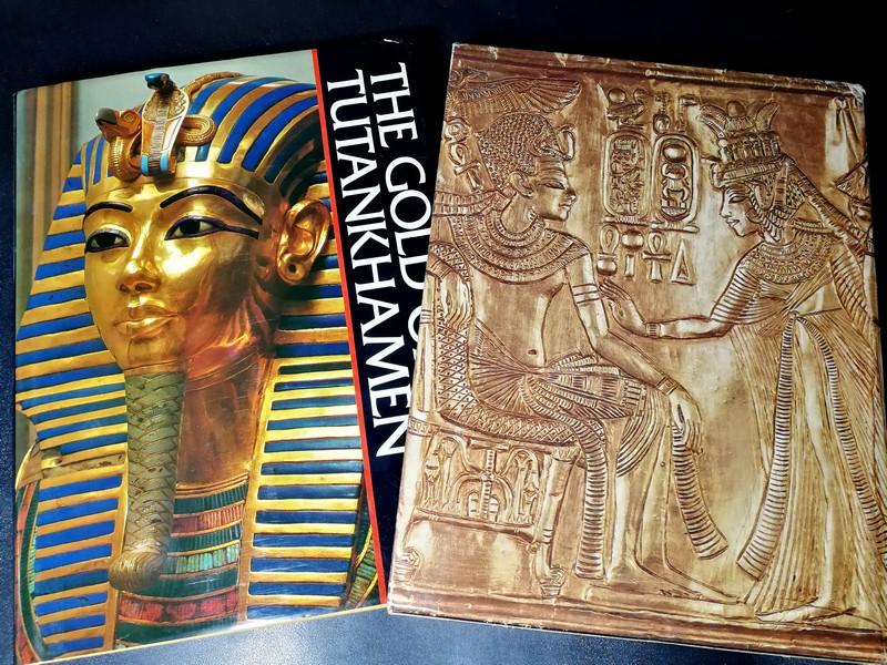 THE GOLD OF TUTANKHAMEN by Kamal EI.Mallakh / Amold C.Brackman ปกแข็งพร้อมกล่อง หนา 332 หน้า พิมพ์ครั้งเเรก ปี 1978