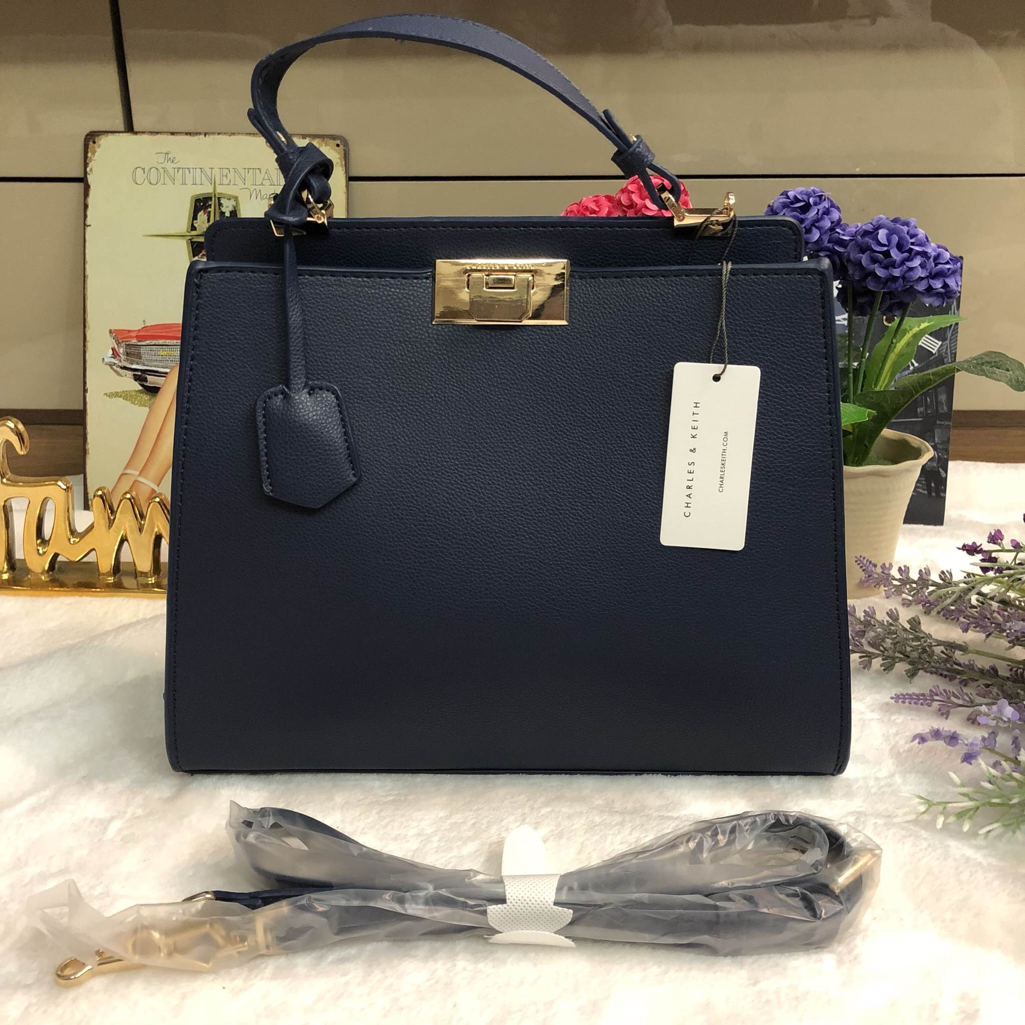 CHARLES & KEITH LARGE PUSH LOCK (size L) *สีน้ำเงิน