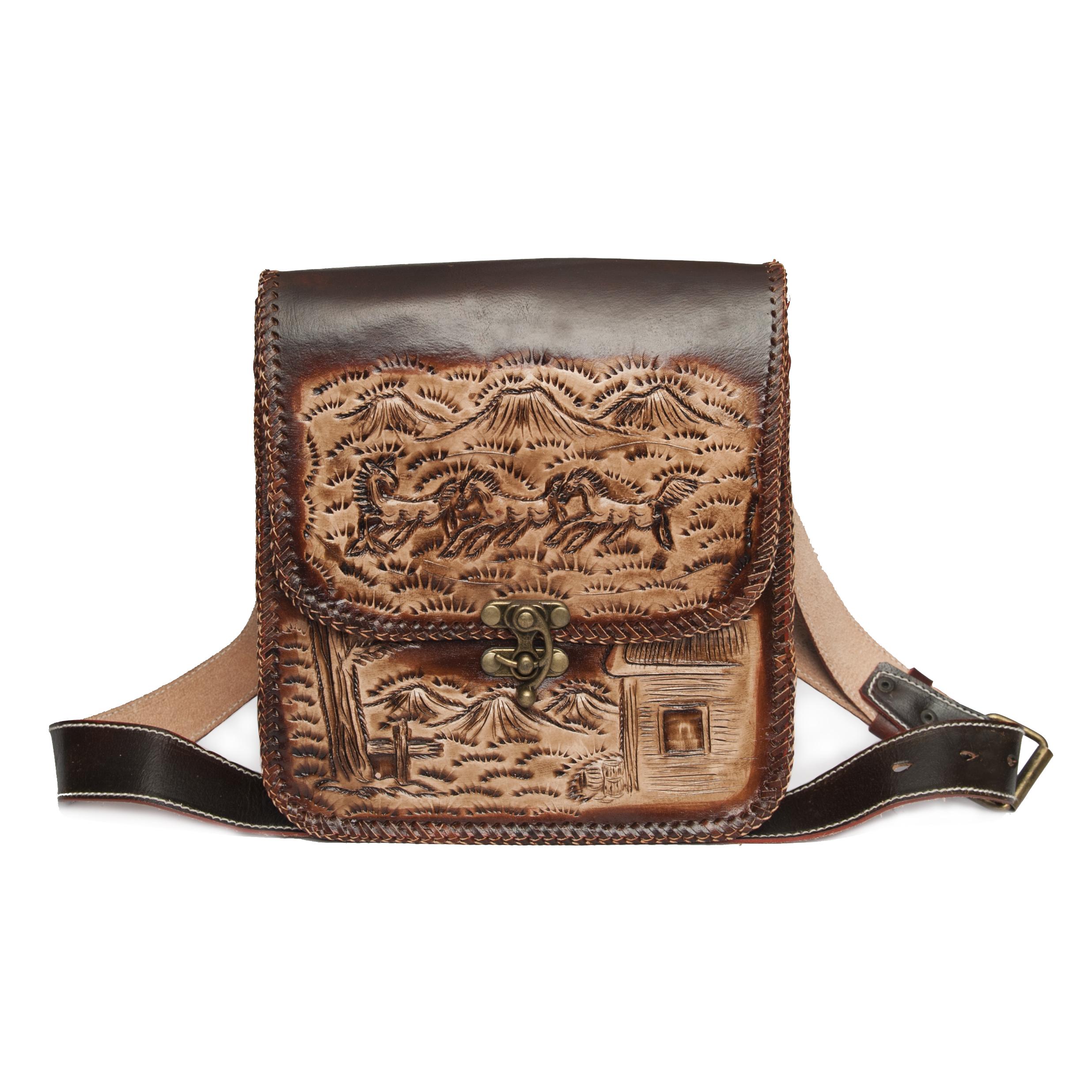 กระเป๋าสะพายข้างผู้ชาย สไตล์คาบอย เป็นกระเป๋าหนังฟอกฟาดตอกลาย เหมาะสำหรับผู้ชายมากที่สุด