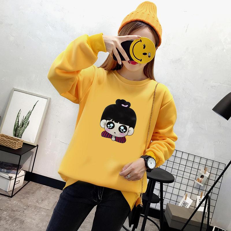 เสื้อแขนยาวแฟชั่นพร้อมส่ง เสื้อแขนยาวสีเหลือง แต่งสกรีนรูปตุ๊กตาน่ารัก +พร้อมส่ง+