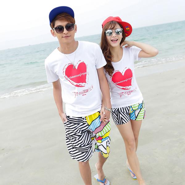 เสื้อคู่รัก ชุดคู่รักเที่ยวทะเลชาย +หญิง เสื้อยืดสีขาวลายหัวใจ กางเกงขาสั้นลายเส้น +พร้อมส่ง+