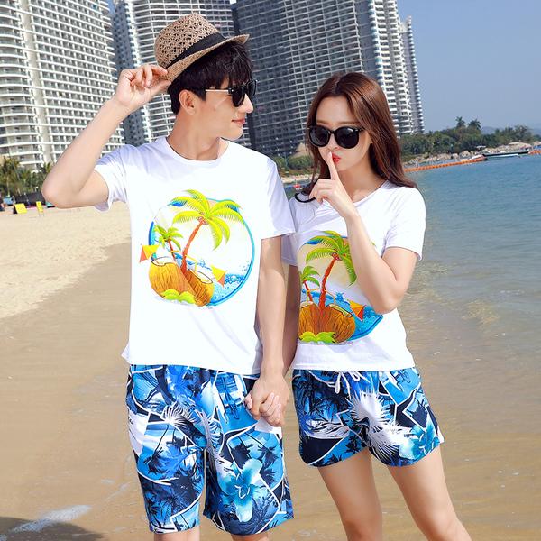 เสื้อคู่รัก ชุดคู่รักเที่ยวทะเลชาย +หญิง เสื้อยืดสีขาวลายต้นมะพร้าวลอยน้ำ กางเกงขาสั้นลายแฉกโทนสีฟ้า +พร้อมส่ง+