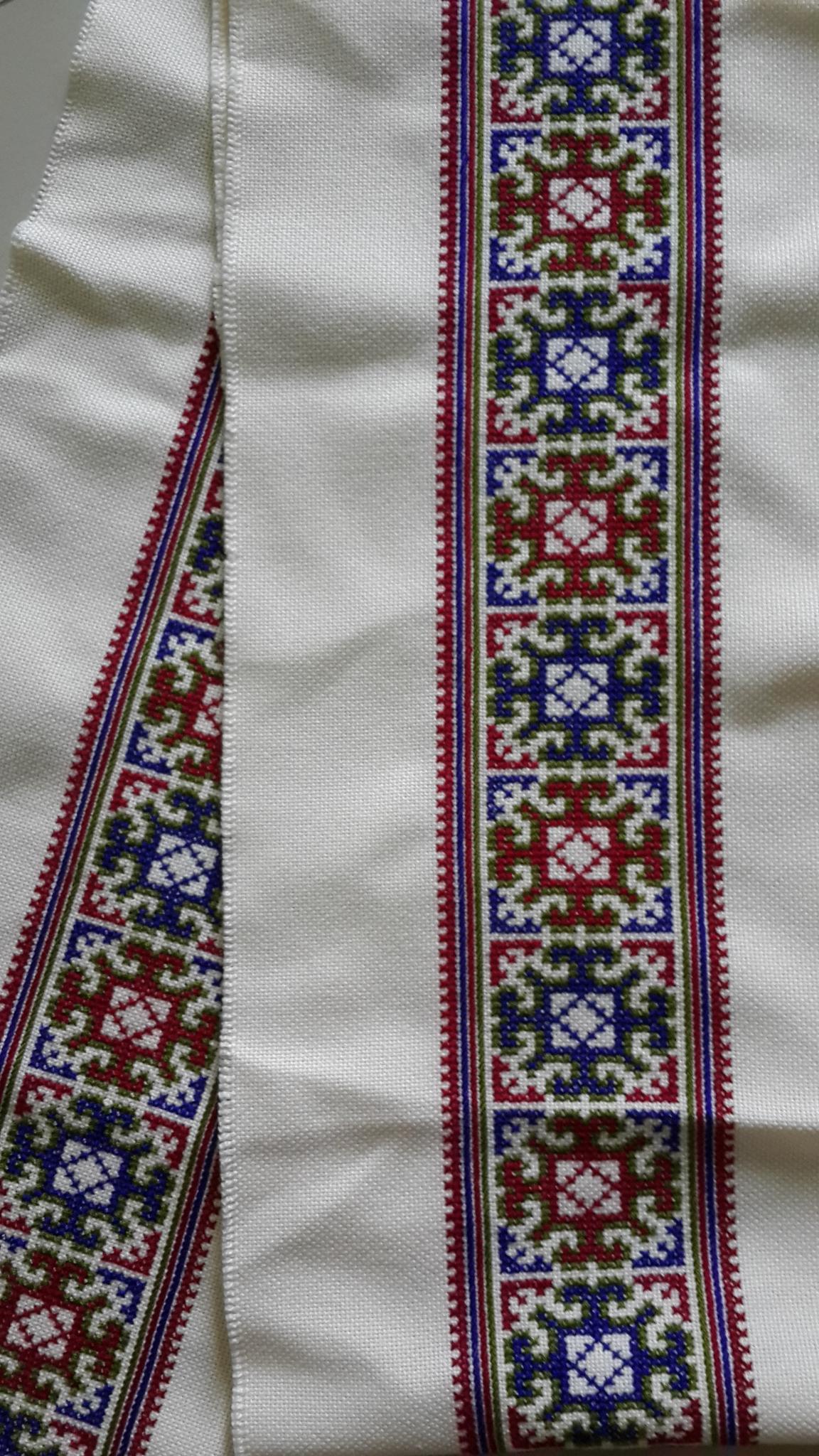ผ้าปัก ผืนยาว พื้นสีขาว