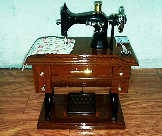 กล่องดนตรีจักรเย็บผ้า Music Sartorius Model (ซื้อ 3 ชิ้น ราคาส่ง 350 บาท)