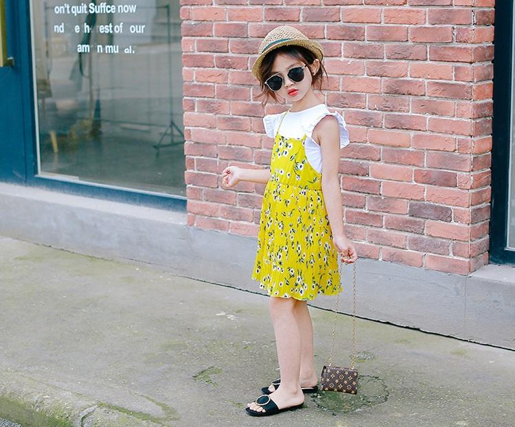 ชุดเซตเสื้อสีขาว+เดรสสายเดี่ยวสีเหลืองลายดอกไม้ แพ็ค 5 ชุด [size 2y-3y-4y-5y-6y]
