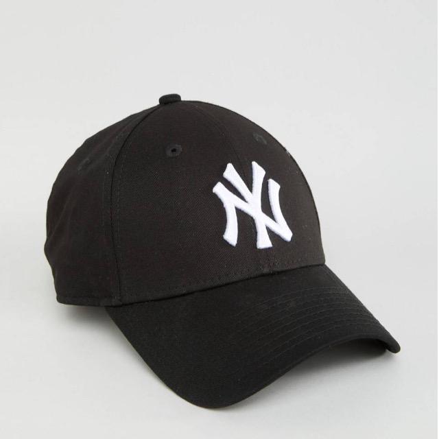 หมวก NEW ERA 9Forty Cap NY สีดำ รุ่นใหม่ สติ๊กเกอร์เทาเงิน