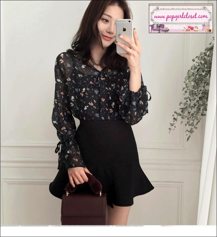 เสื้อชีฟองซีทรูลายดอกสีดำแขนยาว ดีเทลระบายปลายแขน สไตล์เกาหลี **พร้อมส่ง M ค่ะ**