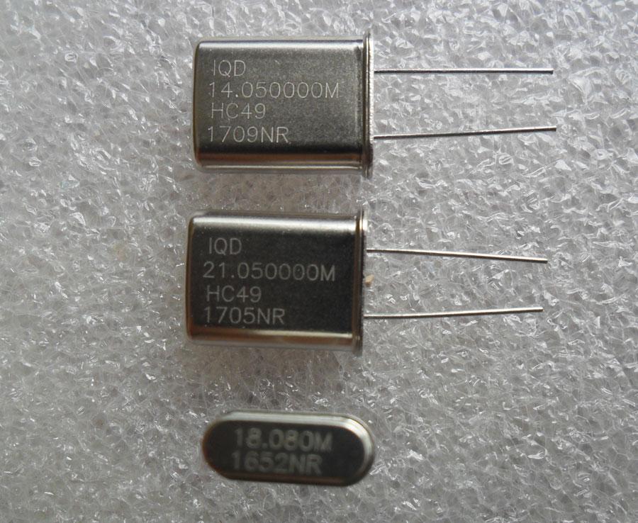 Crystal ความถี่ 14.050, 18.080 และ 21.050 MHz สำหรับวิทยุสมัครเล่น (อย่างละ 1 ตัว)
