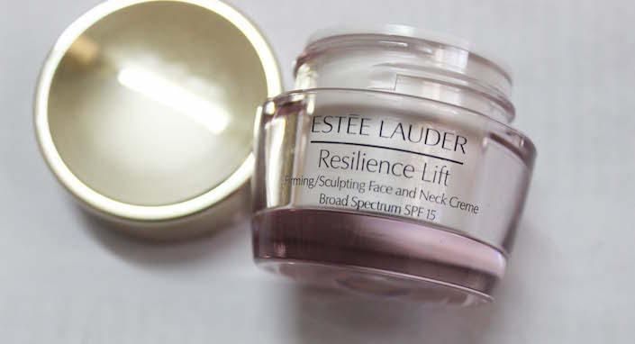 (50 ml) ESTEE LAUDER Resilience Lift Firming/Sculpting Face And Neck Creme Broad Spectrum SPF 15 ครีมทาตอนเช้า กันแดดด้วยนะ ยกกระชับ เฟริม ตึง ทั้งหน้าและ คอ