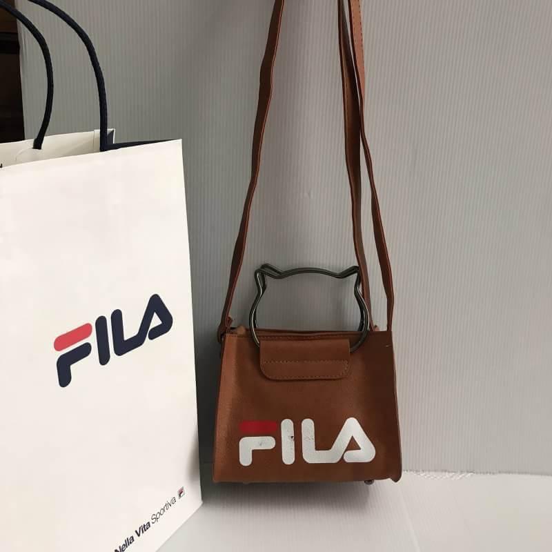 กระเป๋า FILA พร้อมสาย สีดำ สีน้ำตาล สีชมพู สีเทา