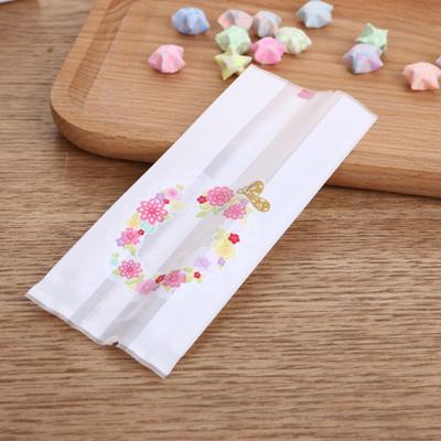 ถุงซองพลาสติกขุ่นขยายข้างสีขาวลายวงรีดอกไม้ 5.5x13.5+3 cm. 100 ชิ้น : Y004779