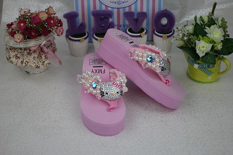 [Preorder] รองเท้าแตะแมวเหมียวคิตตี้ สีชมพูอ่อน Exclusive new full diamond bling Ms. KITTY sewn pearls and precious stones flops beach sea slope heel
