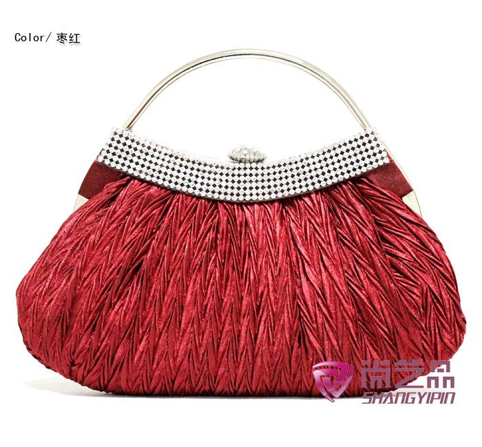 กระเป๋าคลัชออกงาน มีสีแดง