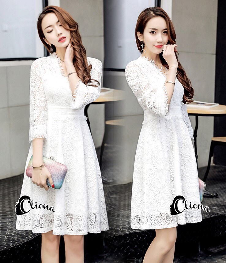mini dress แขนยาวสีขาว งานลูกไม้ ช่วงอกเป็นทรงเย็บป้าย