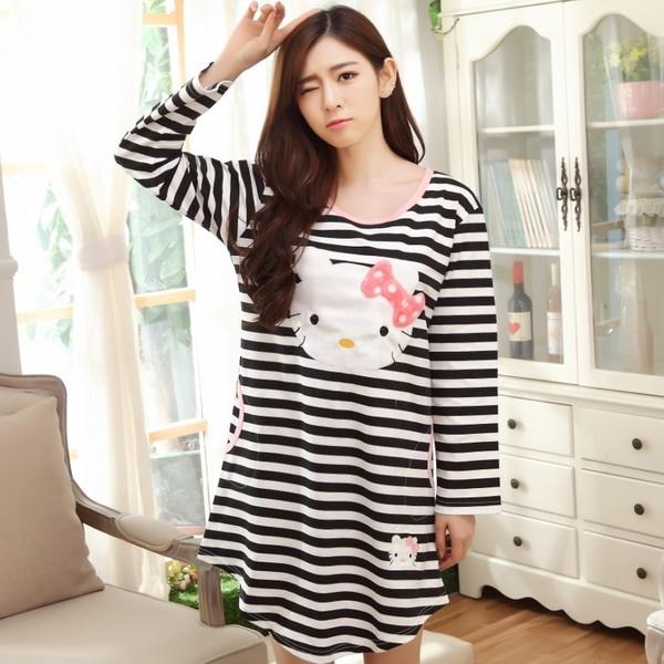 [Preorder] ชุดนอนแฟชั่น Hello Kitty ลายขวาง สีดำ (ไซส์ M L XL XXL XXXL) Nightgown female long-sleeved cotton nightgown autumn cute hello kitty pajamas large size cartoon home service