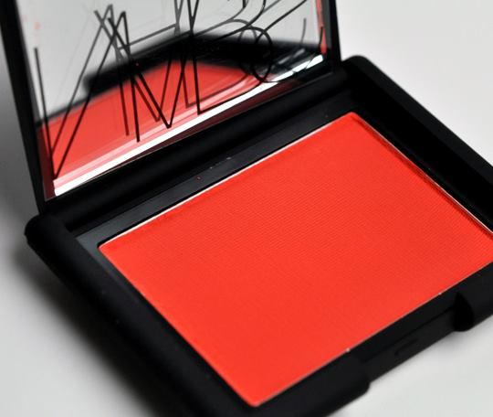 ลด 35%เครื่องสำอางแท้ Nars Blush สี Exhibit A (4.8g.)ขนาดขายจริงมีกล่อง counter ห้างไทย บลัชปัดแก้มสีแดงสดใสพวงแก้มสว่างสวยชัดเจนเนื้อแมท ได้ลุค บ่มแดด( deeper red in real) เวลาปัดต้องค่อยๆลงน้ำหนักมือทีละน้อยน่ะค่ะ