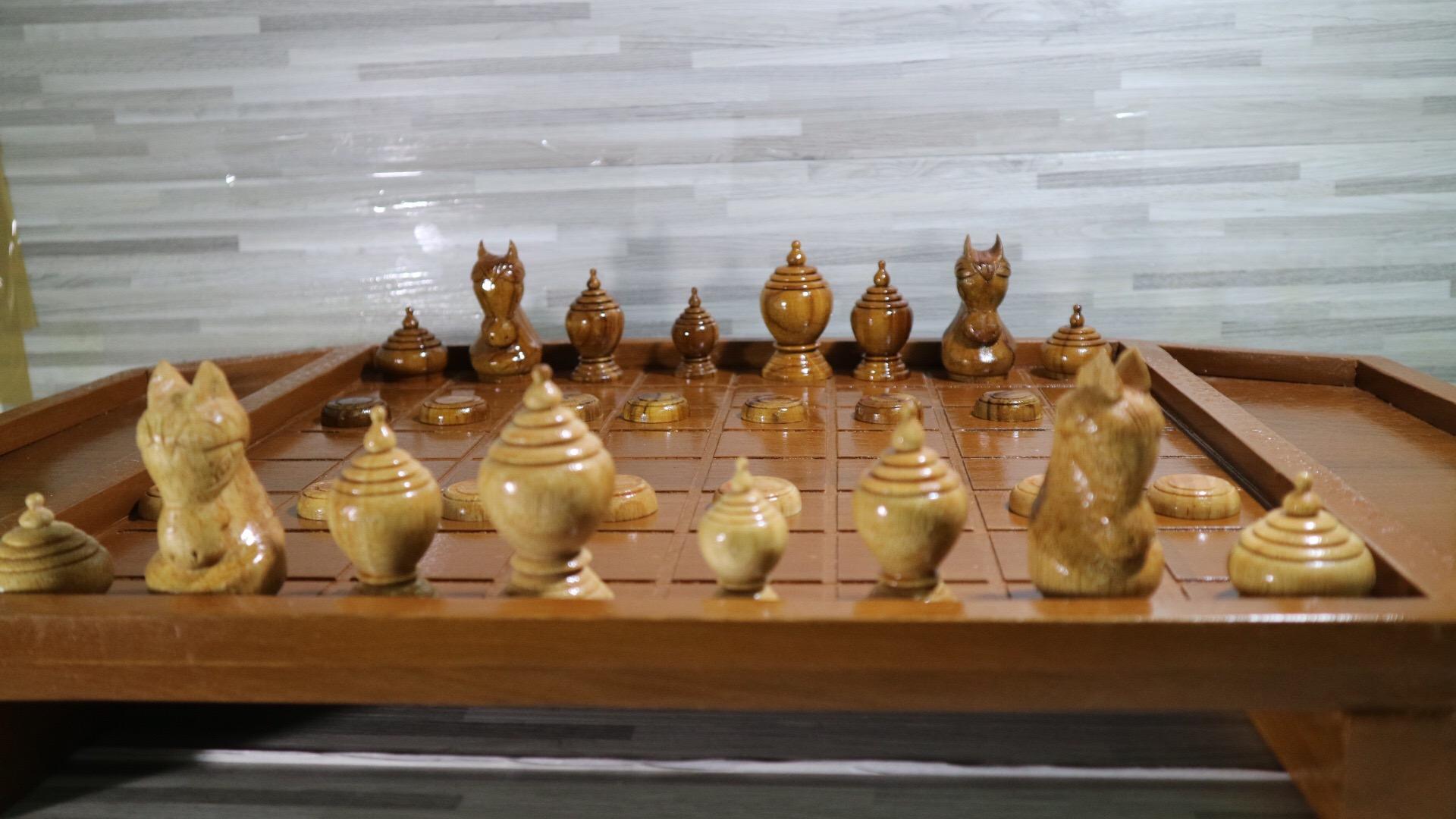 ชุดกระดานหมากรุกไทยพร้อมตัวหมากรุดชุดทรงมน