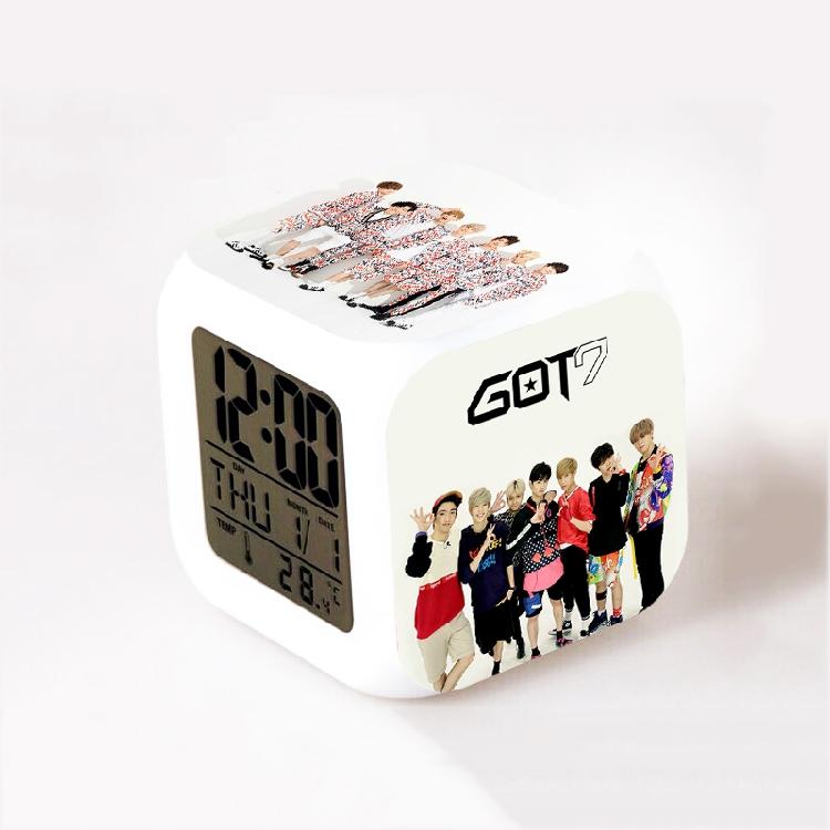 นาฬิกาตั้งโต๊ะ LED - GOT7