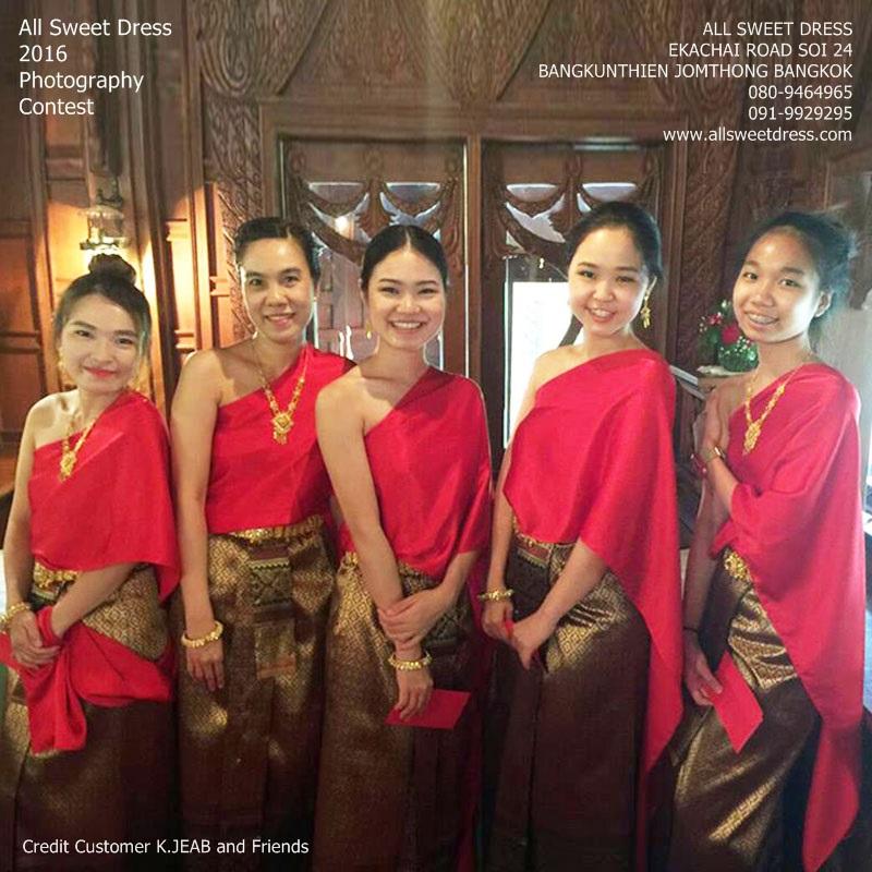 รีวิวชุดไทยเพื่อนเจ้าสาวสไบเรียบสีแดงสดผ้าถุงลายไทยสีแดงสวยหรูของร้านเช่าชุดไทย ชุดราตรี ชุดแฟนซี allsweetdress ฝั่งธน จากคุณเจี๊ยบ สุขสวัสด์ ภาพที่ 2 จ้า