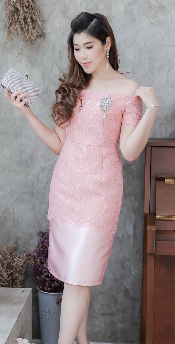 (Size M ) ชุดไปงานแต่งงาน ชุดไปงานแต่งสีชมพูโทนโอรส ผ้าไหมเปิดไหล่แต่งลูกไม้แขนสั้น มีดีเทลที่ด้านนอกแต่งด้วยลูกไม้ฝรั่งเศสอย่างดี ด้านในเย็บซับในอย่างดี ที่อกด้านในเย็บฟองน้ำดันทรง