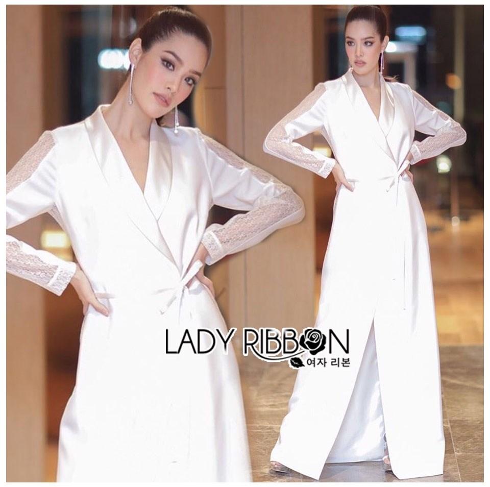 เสื้อผ้าเกาหลี พร้อมส่ง โค้ทยาว ผ้าเครปสีขาวตกแต่งลูกไม้